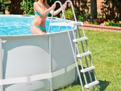 Las mejores escaleras para piscinas del mercado